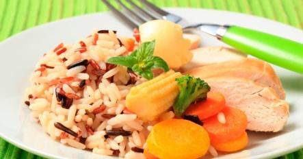 arroz-integral-legumes-e-frango-dieta-dos-carboidratos-balanceados-dieta-saudavel-dieta-1333643684867_956x500