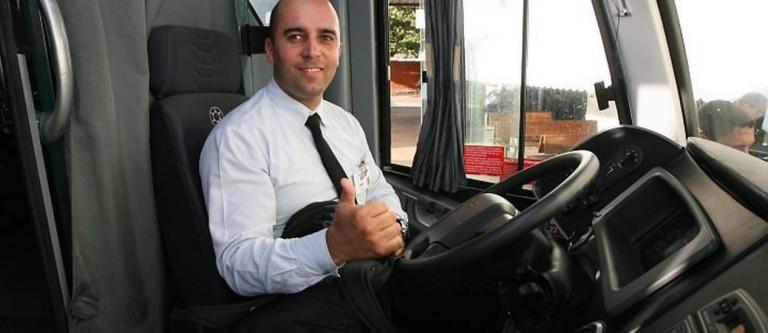 Motorista-Joilson-Chagas-31-anos-da-Viacao-1001-devolvemais-de-R-74-mil-Foto-Paulo-NicolellaAgencia-O-Globo