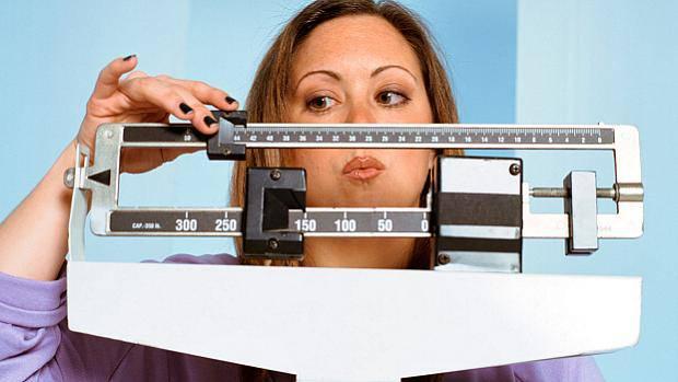 mulher-pesando-balanca-original